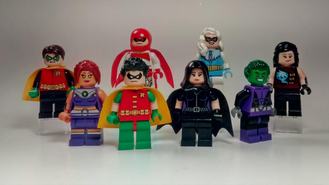 Muñecos de lego de super héroes - 1366x768