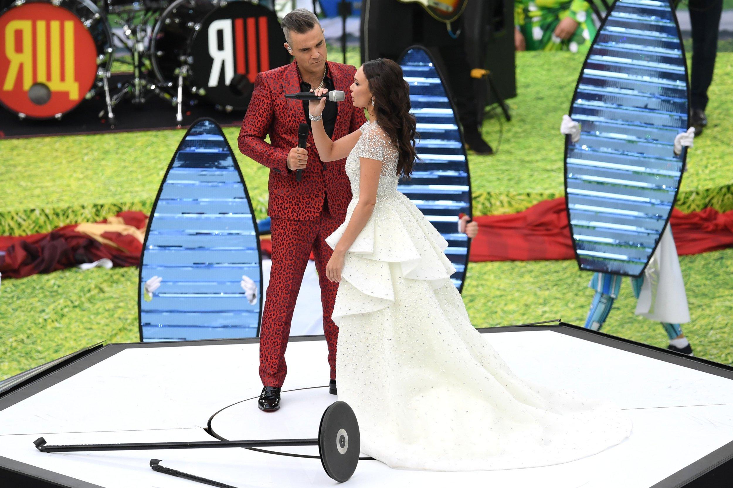 Robbie Williams y Aida Garifullina - 2500x1667
