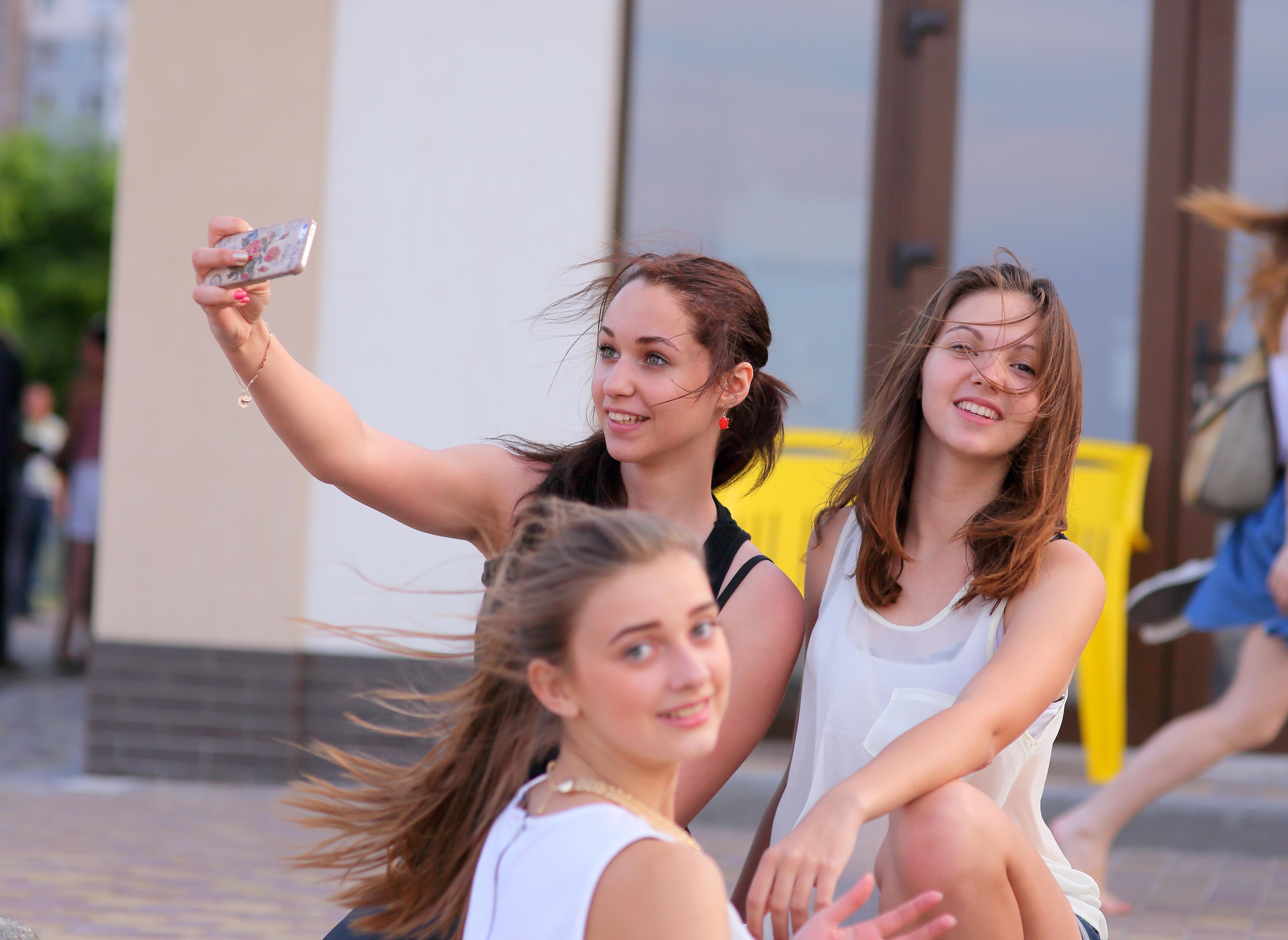 Selfie de chicas bellas - 4412x3218