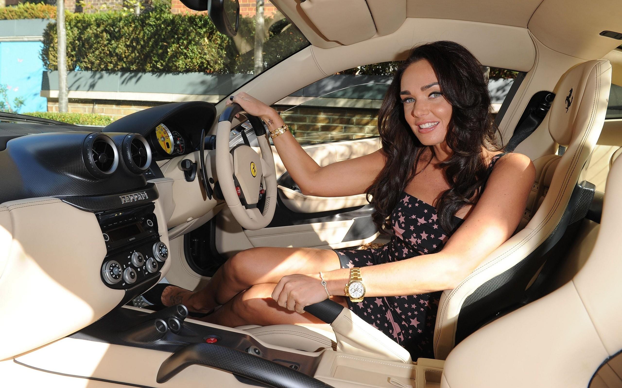Tamara Ecclestone en lujoso auto - 2560x1600