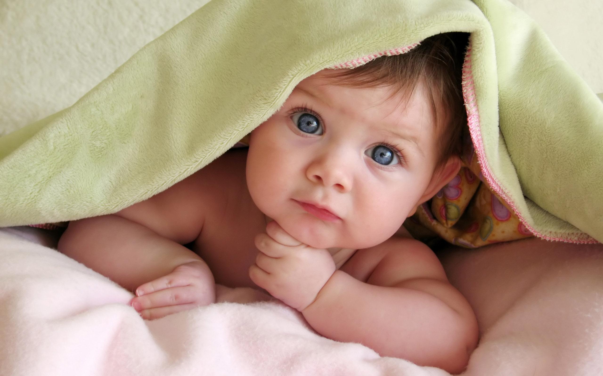 Un lindo bebe - 2560x1600