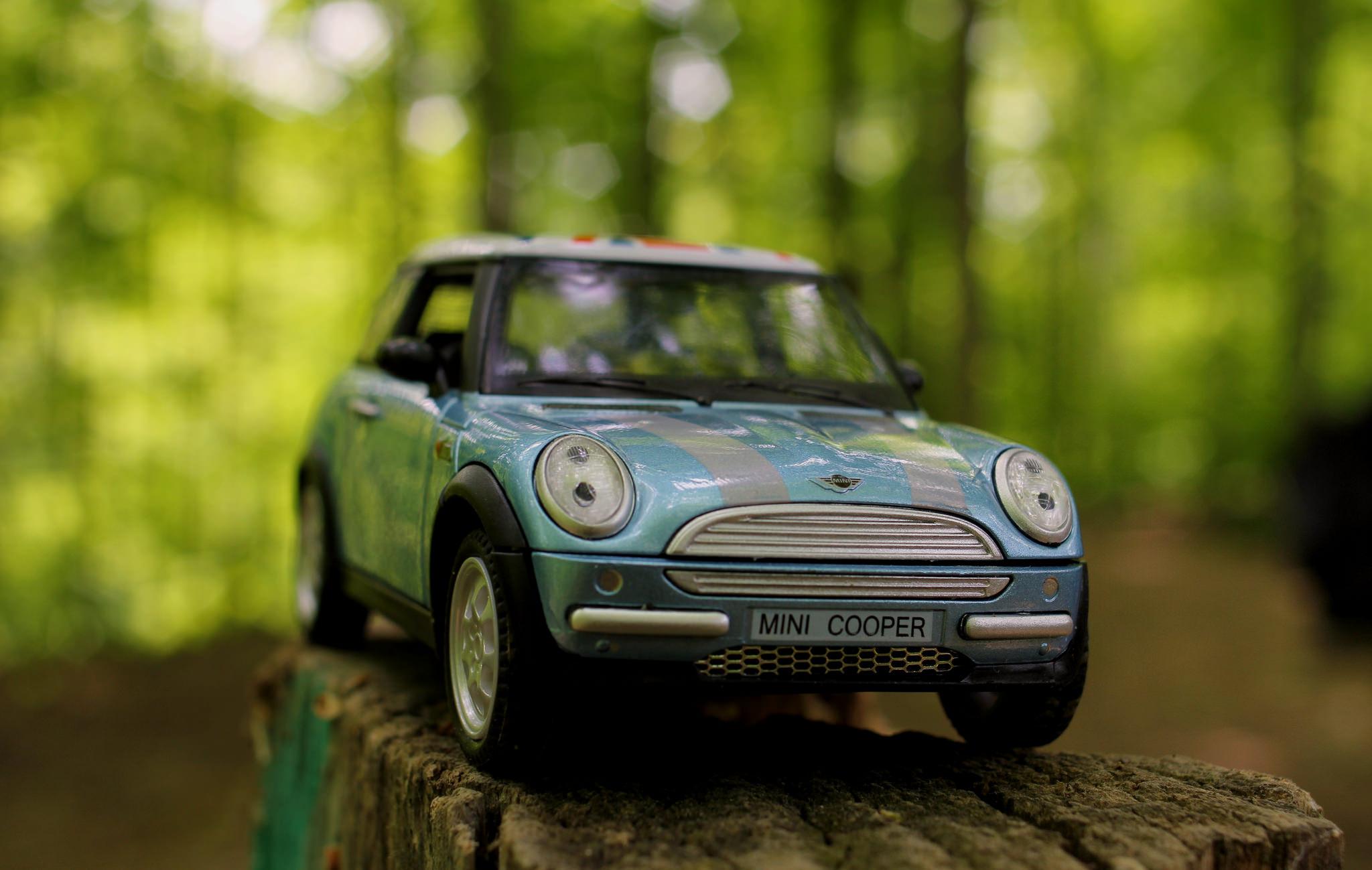 Un mini cooper de juguete - 2048x1299