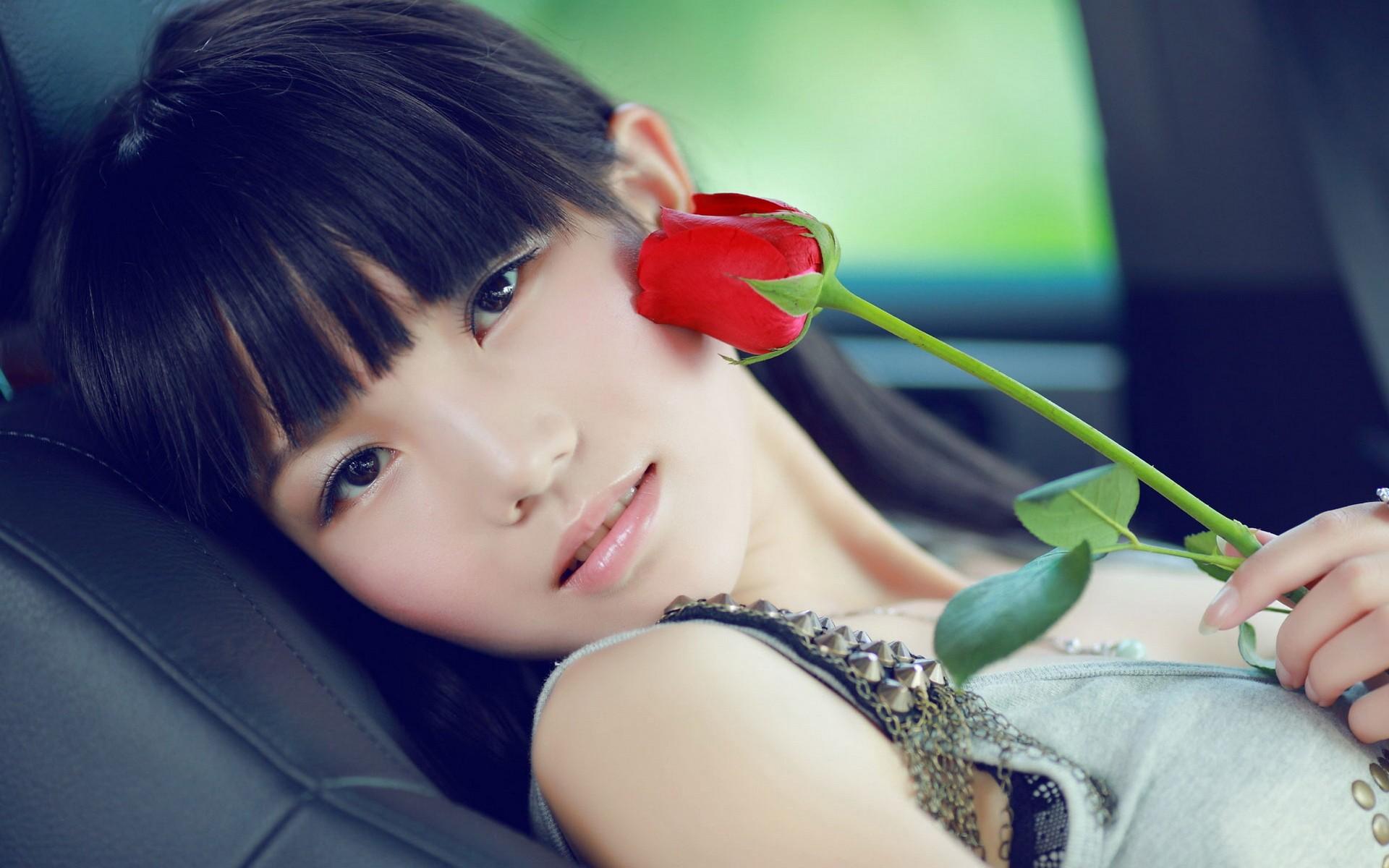 Una asiatica y una rosa roja - 1920x1200