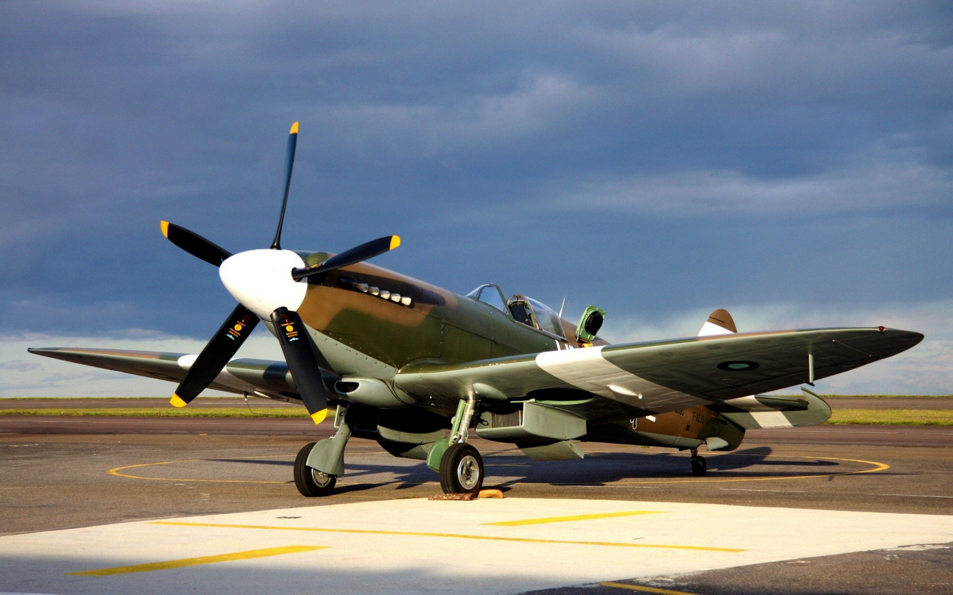 Una avioneta Spitfire - 1920x1200