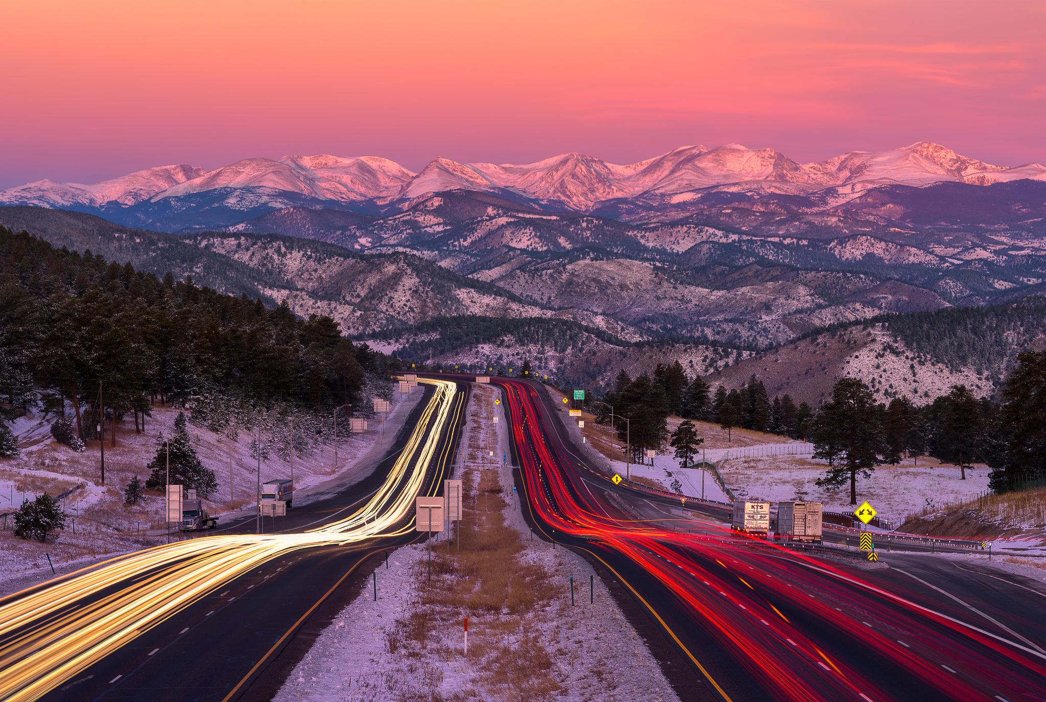 Una bella fotografía en una carretera - 2048x1375