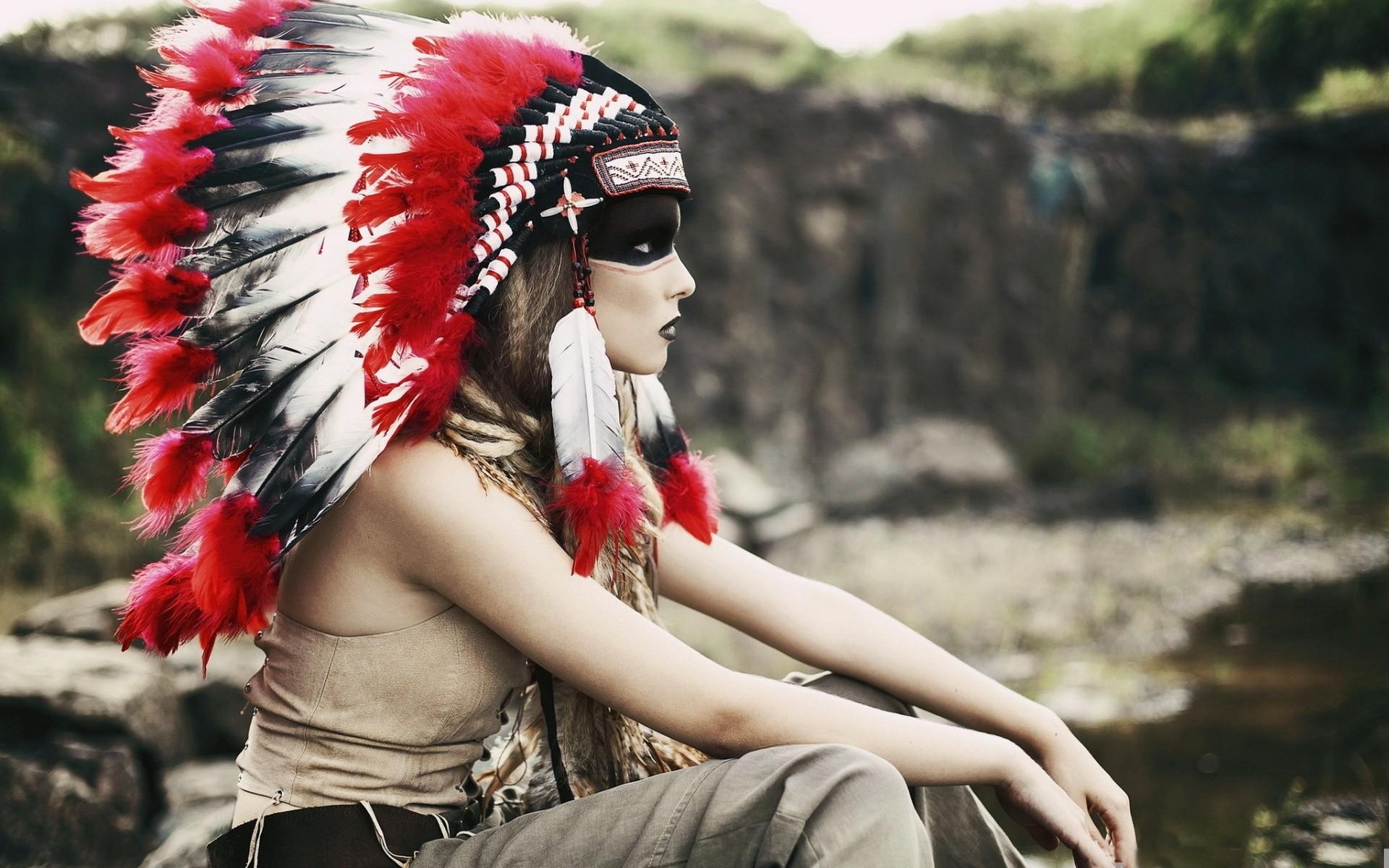 Una chica con tocado indio - 1920x1200