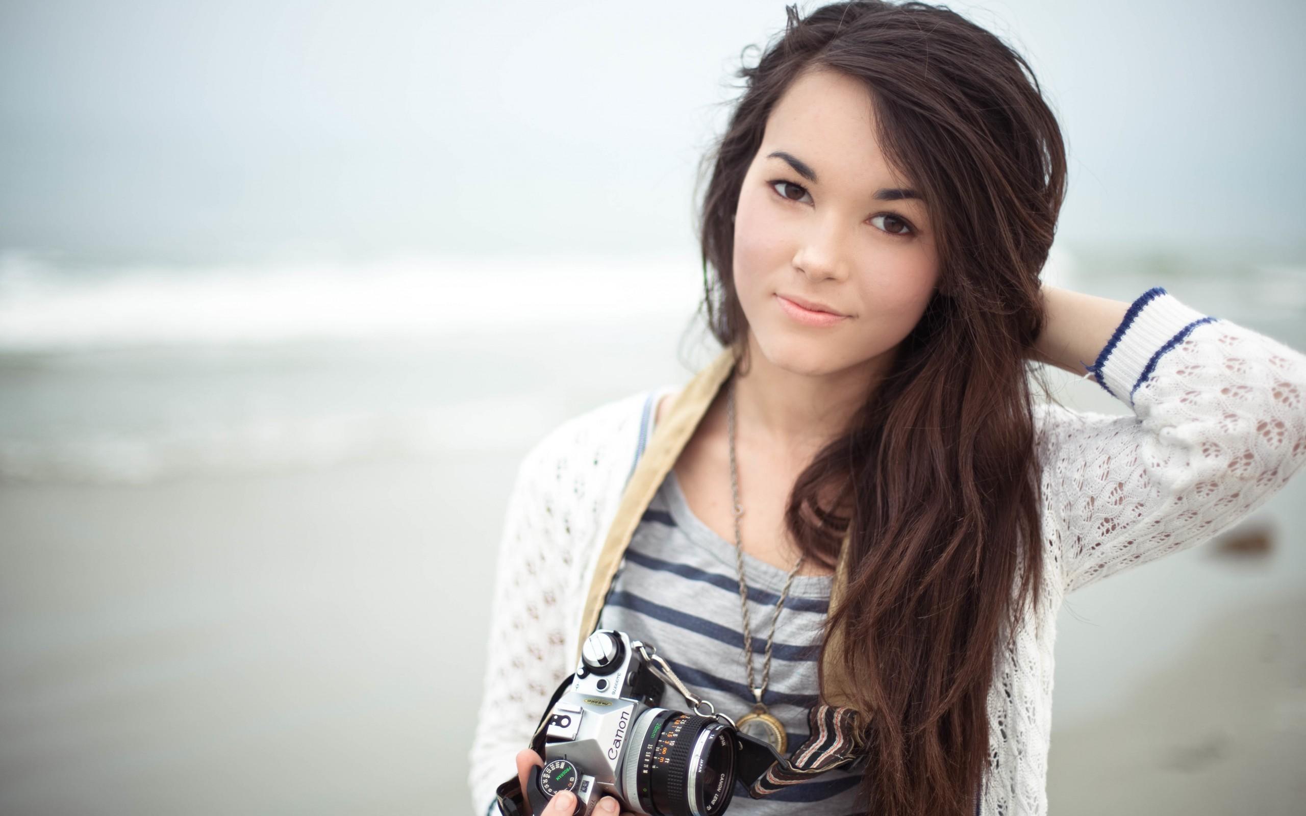 Una linda fotógrafa - 2560x1600