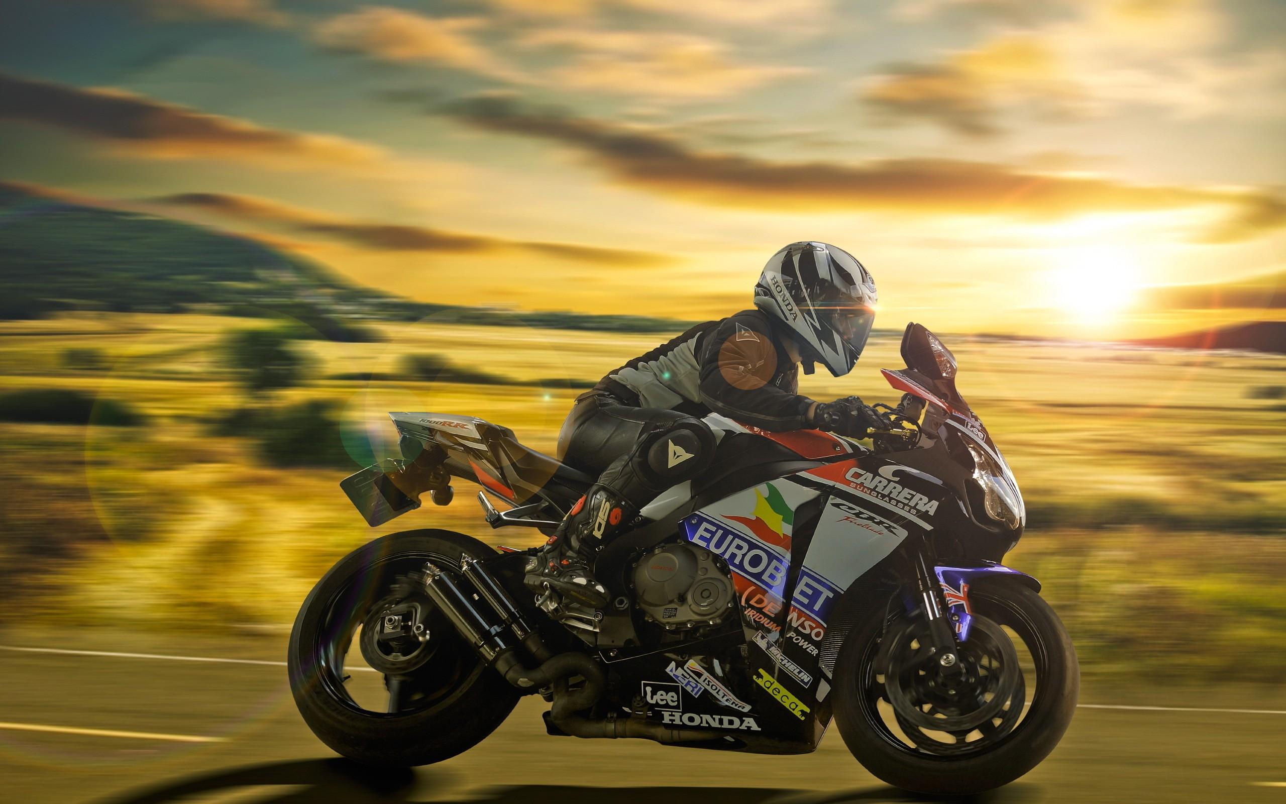 Una moto al atardecer - 2560x1600