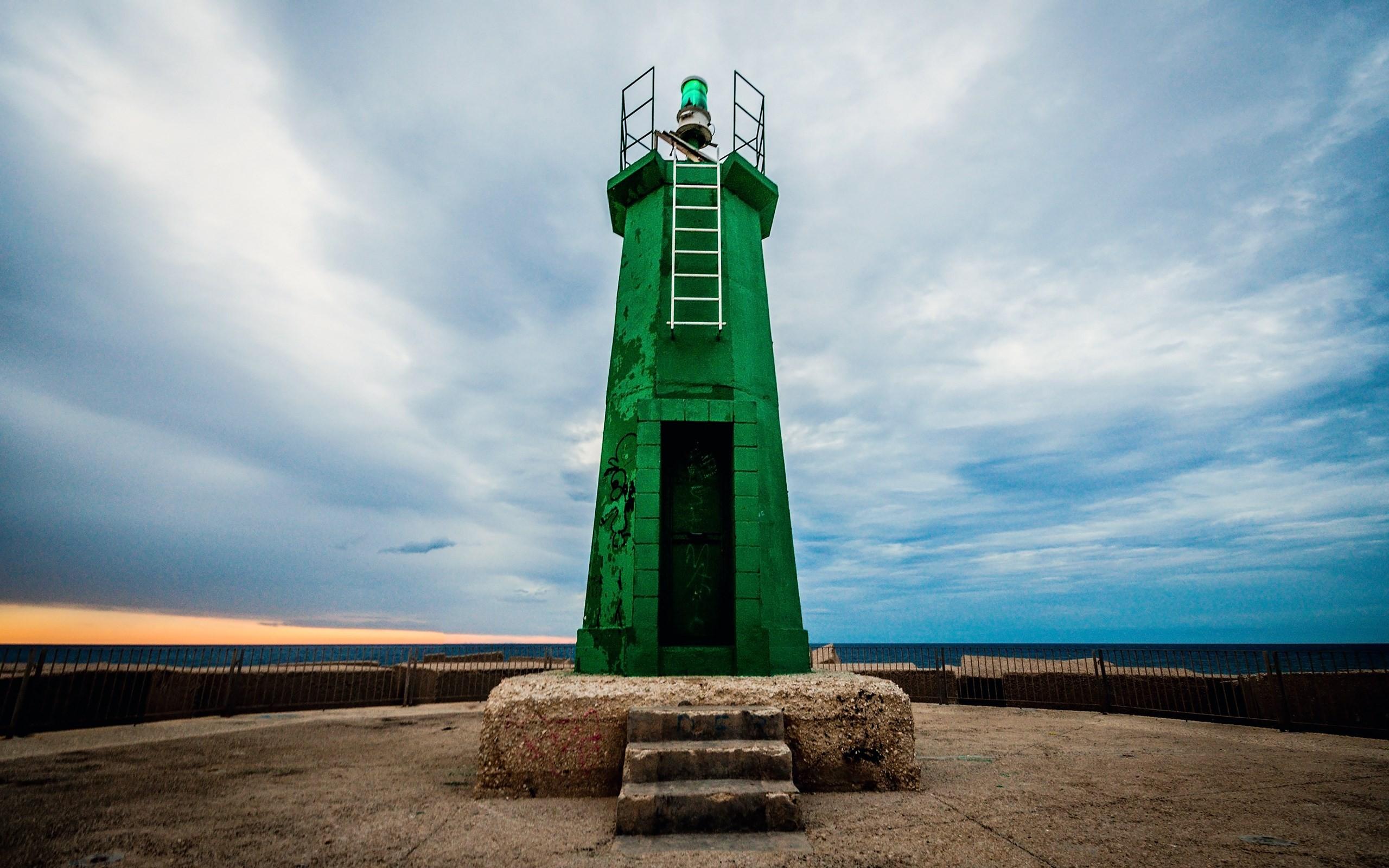 Una Torre en el  mar - 2560x1600