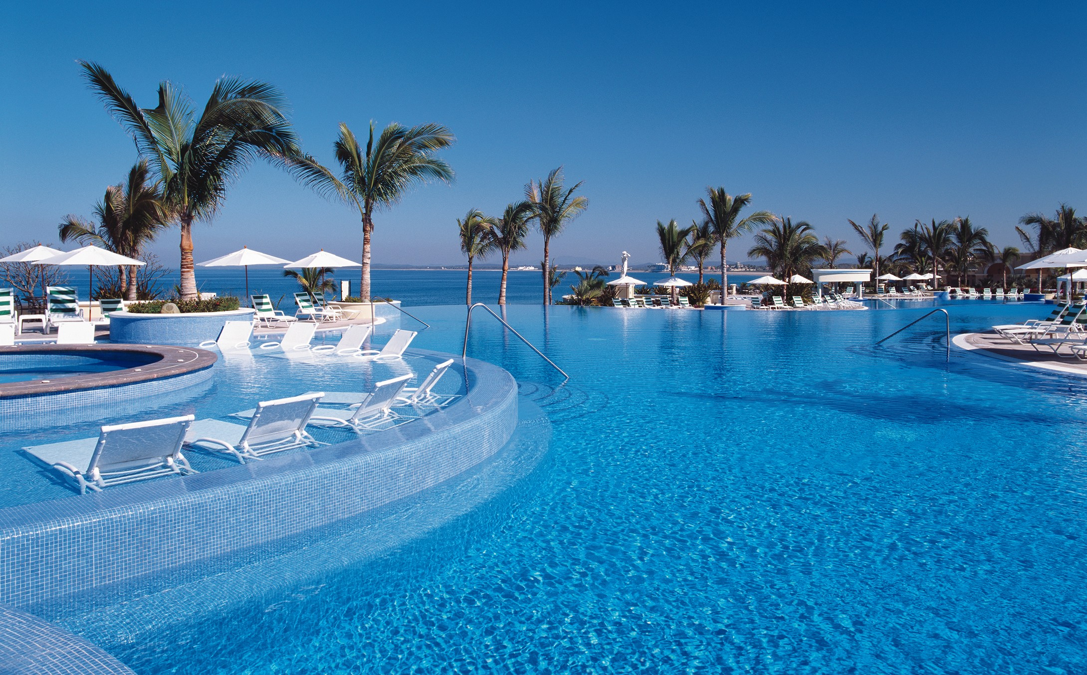 Vacaciones en un hospedaje frente al mar - 2179x1354
